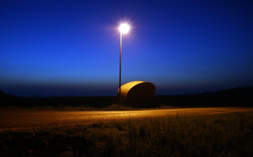 Bus stop om natten (redigeret)