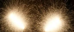 Billeder af stjernekastere. Billederne er taget som et eksperiment i langtidseksponering.